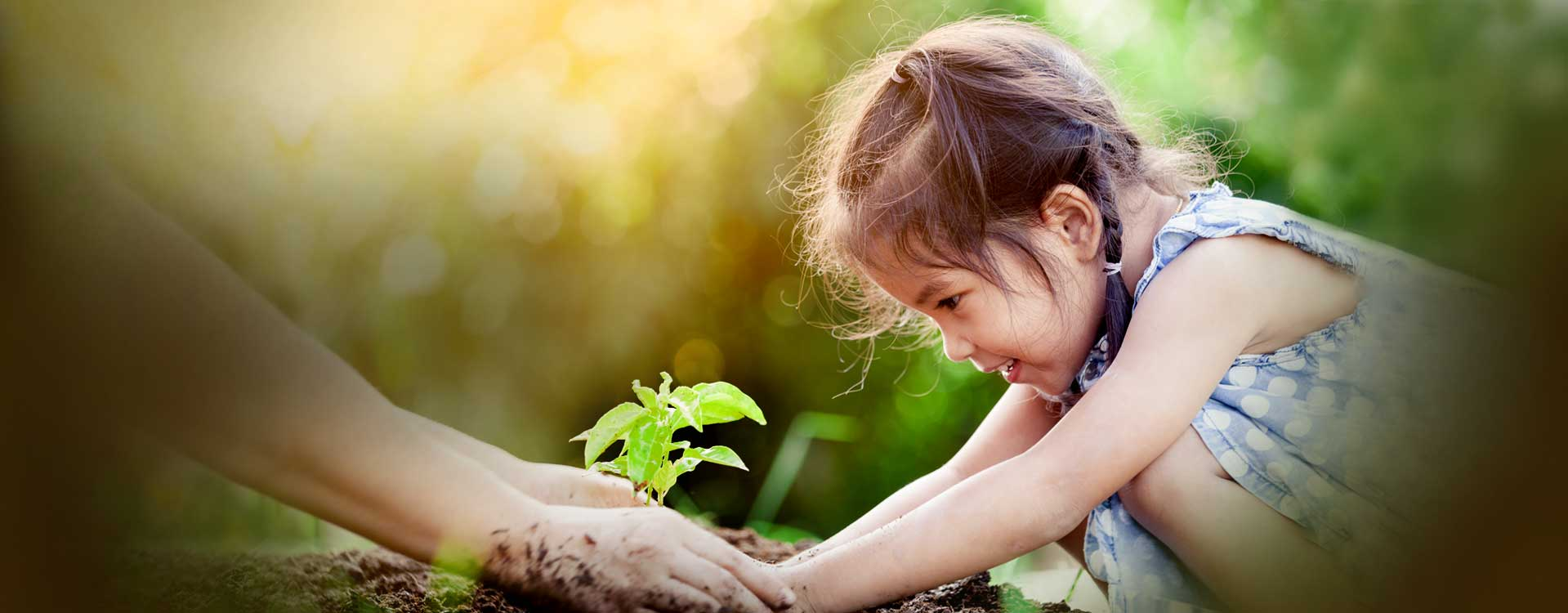 Home-banner_little-girl-plants-tree3_flipped_desktop_1919x750